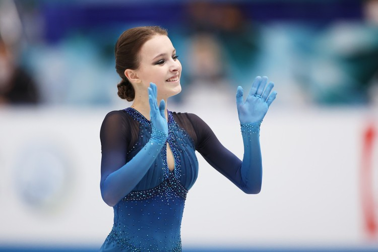 Анна Щербакова приехала на турнир в Осаку в ранге чемпионки мира 2021.