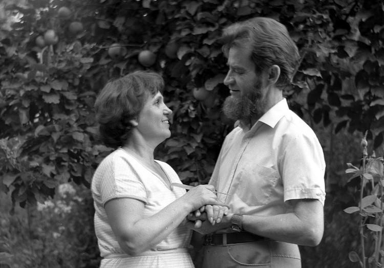 Отец и мама были рядом всю жизнь.