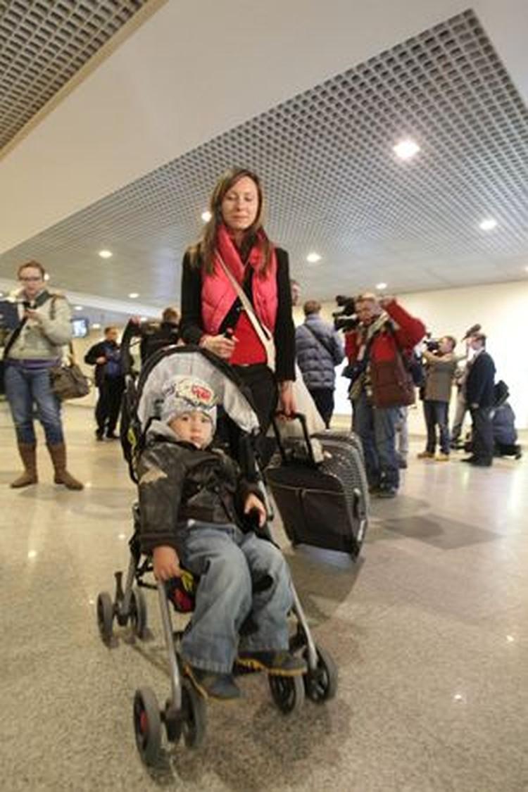 Вчера из Туниса прилетели более 100 российских туристов.