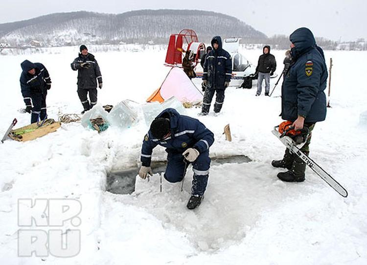 Началась операция по поиску Игоря Иванова, вечером 3 февраля погрузившегося под лед реки Сок