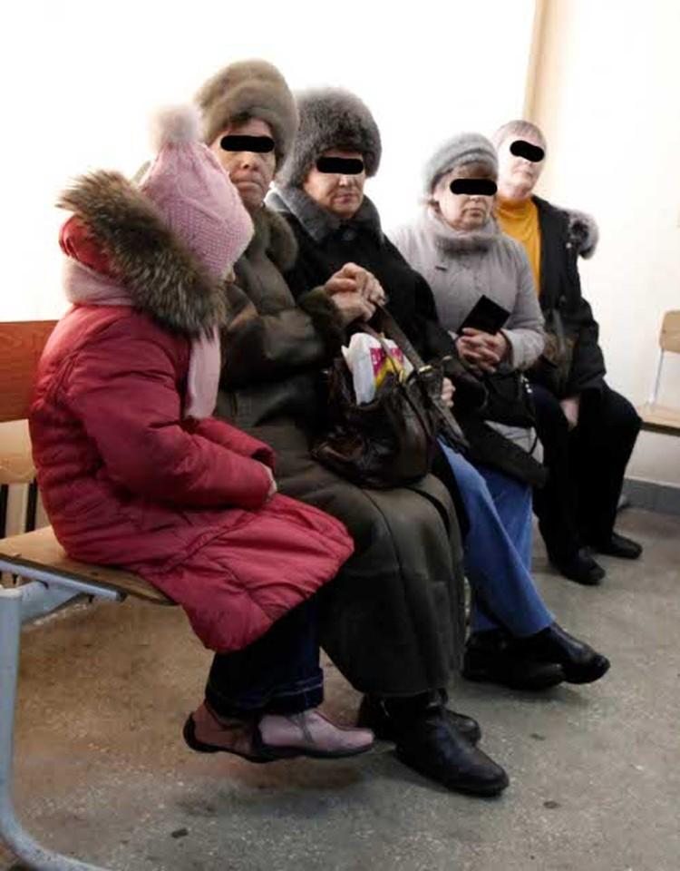 Людмила Пенкина, подсудимая (вторая слева)