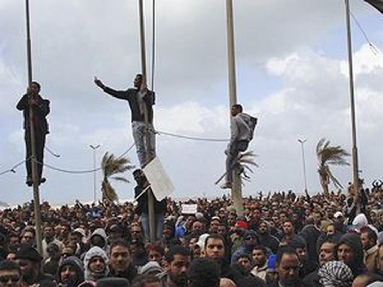 Вслед за Египтом народ вышел искать правду на городские площади Ливии. Какую еще страну накроет арабский бунт?