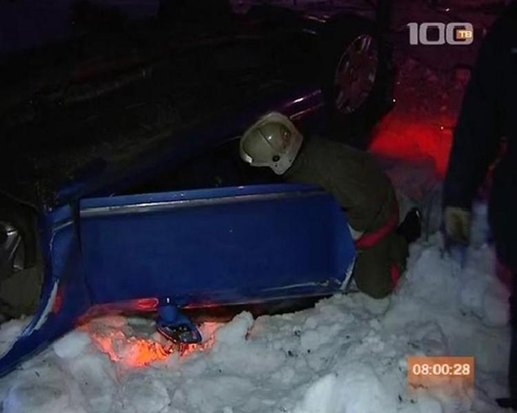 Разбитое авто на месте аварии