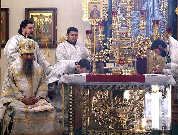 Архиепископ Марк все еще ведет службы в Хабаровске.