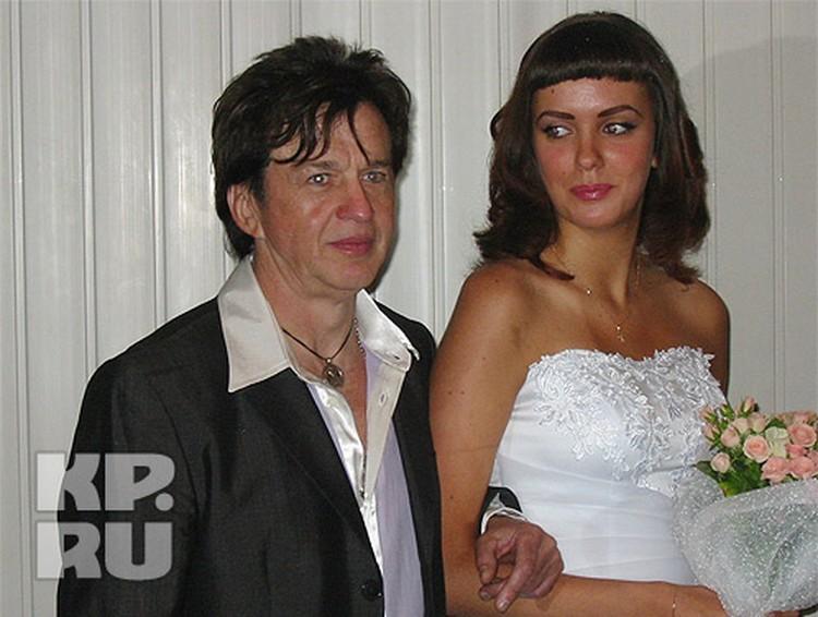 Александра и Нелли расписали в Советском районном ЗАГСе Брянска 19 августа 2005 года