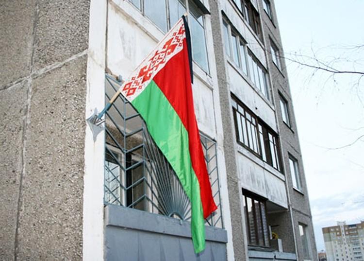 13 апреля объявлен траурным днем, на домах развешаны белорусские флаги с траурными черными ленточками.