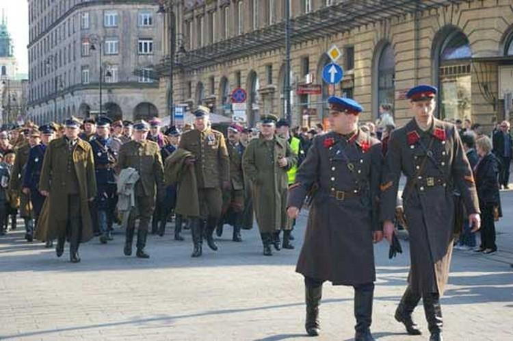 По столице Польши прошел Катынский Марш Теней. В очередной раз
