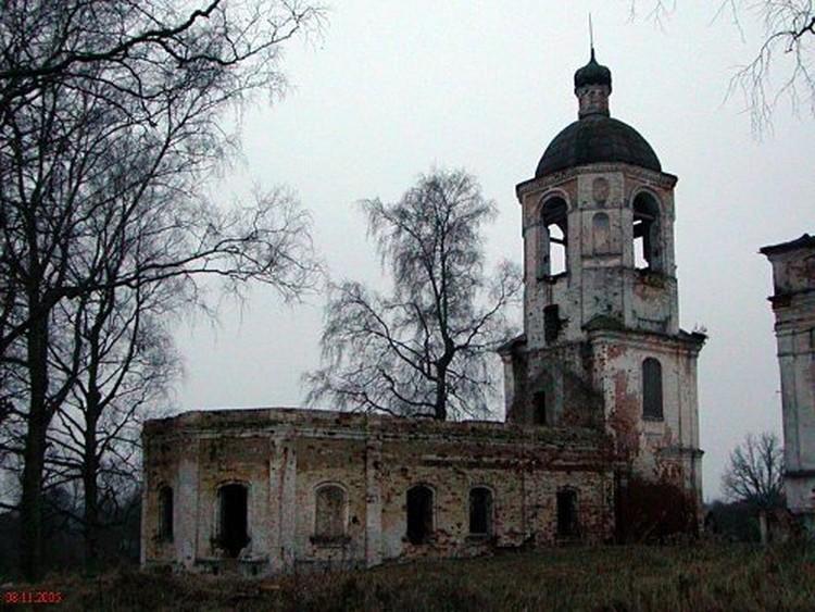 Церковь Николая Чудотворца, входящая в храмовый комплекс, построена в 1885 году