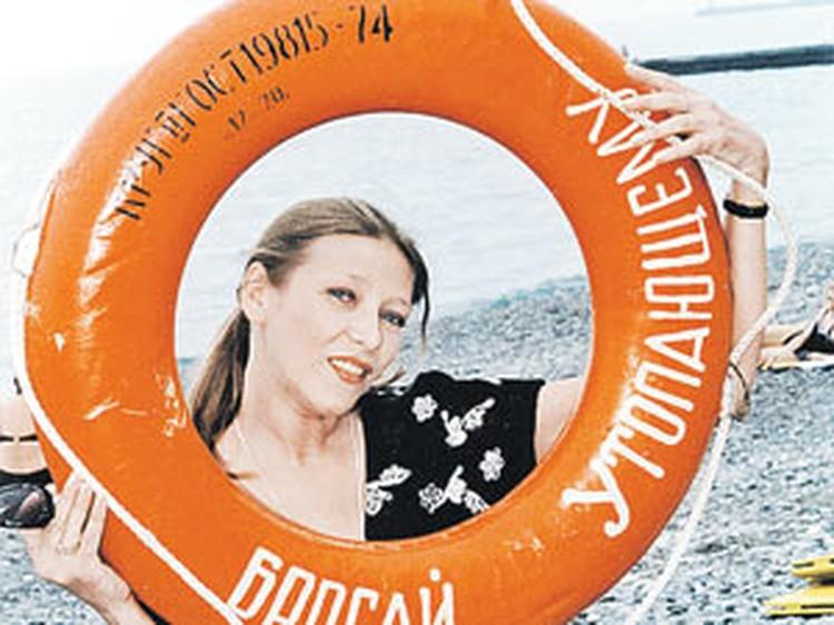 Елена Майорова в Сочи за год до смерти. Ей и самой нуженбыл спасательный круг - но никто его так и не бросил.