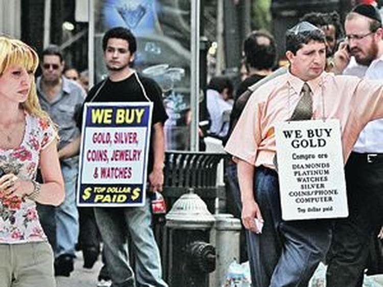 В Америке вовсю меняют зеленые бумажки на золото и другие ценности