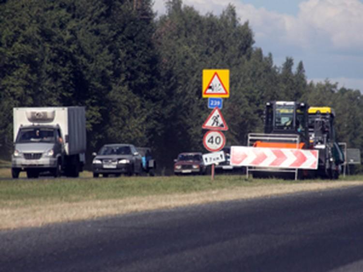 На федеральной трассе М-8 («Москва-Холмогоры»), где полным ходом идет ремонт дорожного полотна, продолжают биться автомобили.