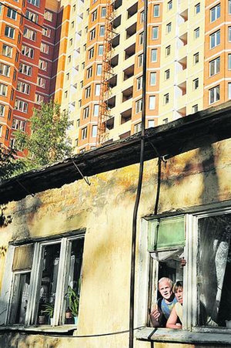 Жители бараков, стоящих на месте дорогих высоток, уже не надеются переехать в новые квартиры. Не исключено, что Душко погиб из-за конфликта вокруг этих земель.