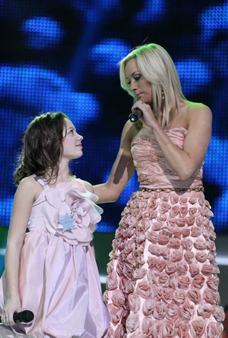 В первом выпуске Ира споет с певицей Аней Шаркуновой.
