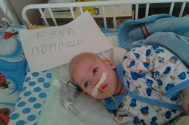 Из реанимации маленький Максимска вернулся уже со сломанной ногой.