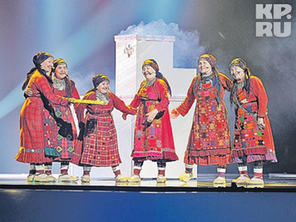«Бурановские бабушки» испекли пироги прямо на сцене «Евровидения»