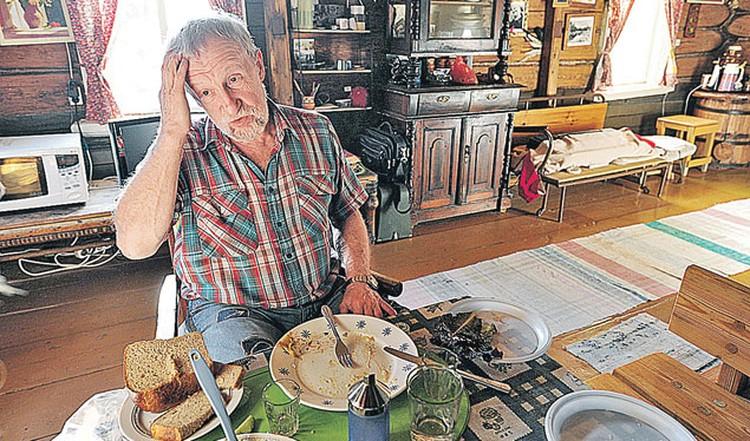 Анатолий Исаакович летом принимает гостей в селе Дорофеево, которое Саввина обожала за уединенность и нетронутую природу.