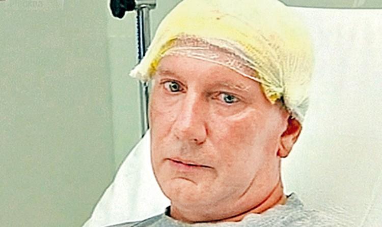 Александр Сизов попал в больницу с ожогами и переломами. Свое спасение он считает чудом.
