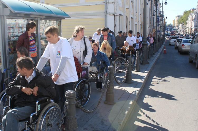 Путь, который у всех занимает 15 минут, у колясочников отнял полтора часа