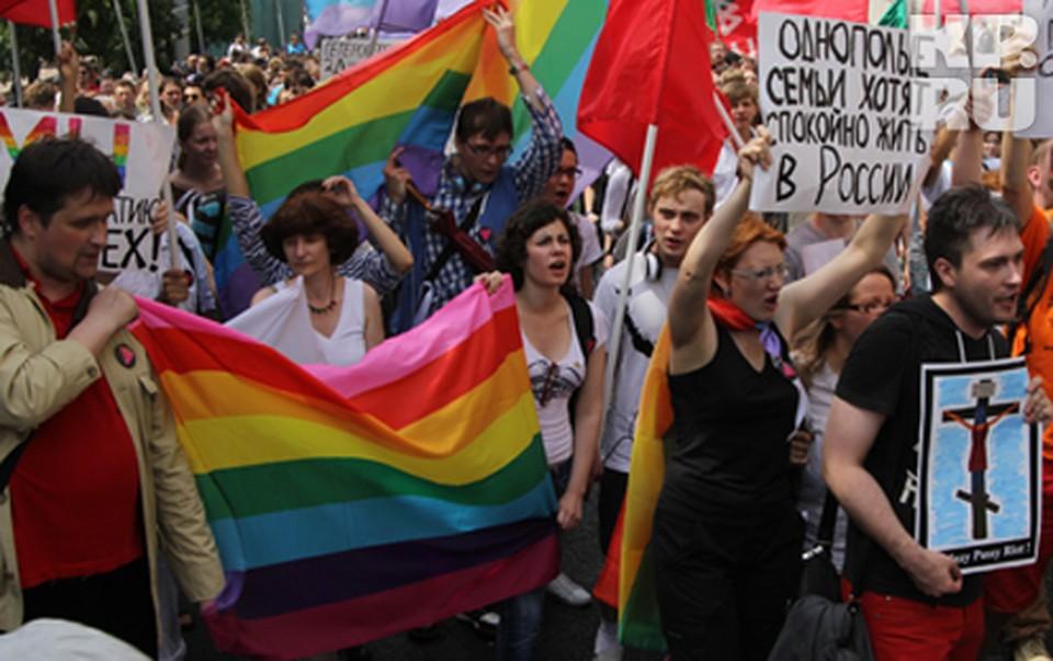 Приверженцы однополой любви решили продемонстрировать свою позицию на Марше миллионов. С Пусси Райот на крестах