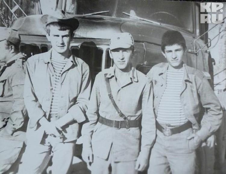 Владимир Иванович (в центре) с сослуживцами в Афганистане