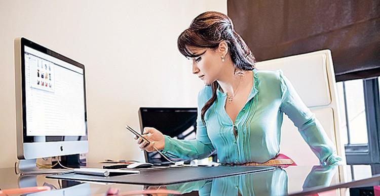 В рабочем кабинете Канделаки проводит по 8-10 часов в день.