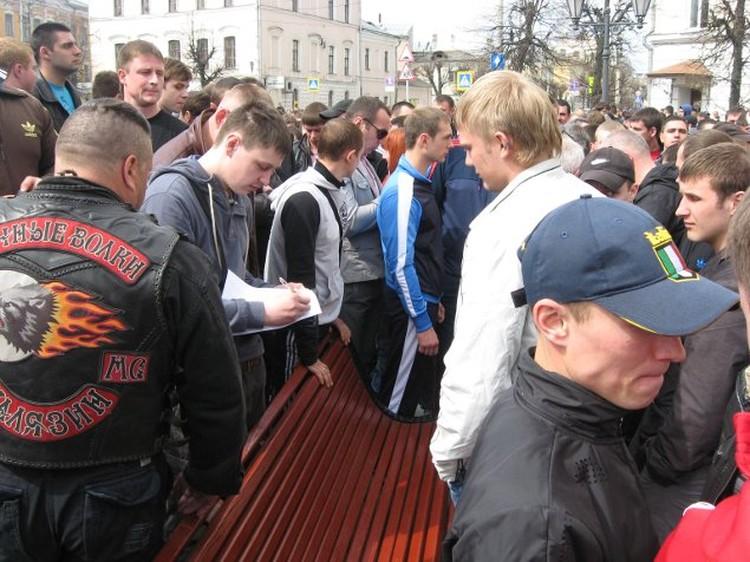 После митинга начался сбор подписей под посланием к президенту страны