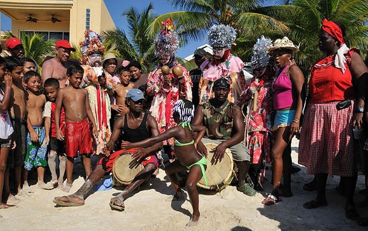 Гарифуна удалось сохранить свою уникальную музыку и традиционные танцы.