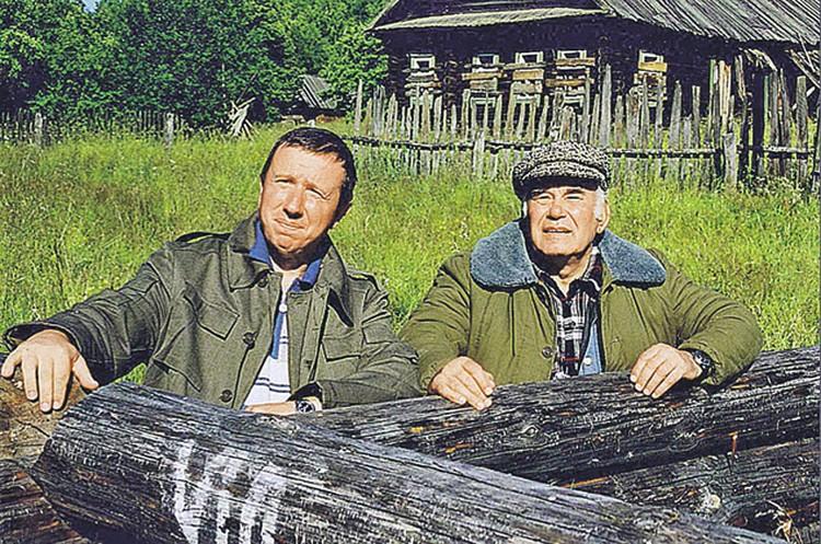 Василий Михайлович  со своим самым близким другом - писателем Николаем Старченко.