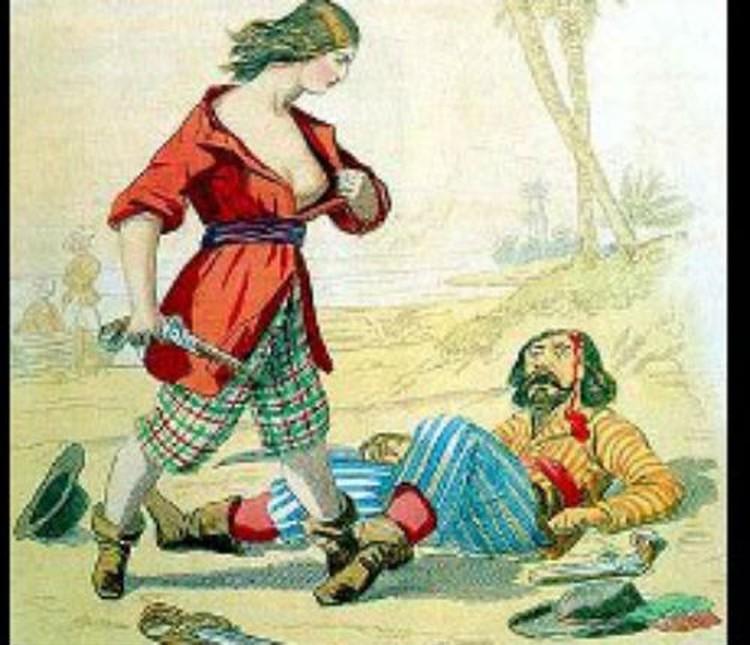 Мэри Рид показывает поверженному противнику, что его одолела женщина