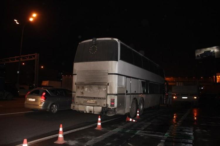 Автобус, на котором увезли Олега Мельникова