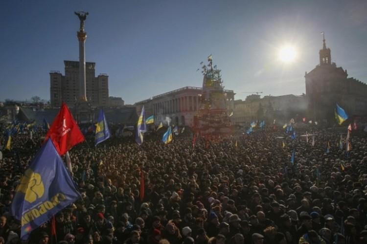 Более 12 тысяч человек приняли участие в «народном вече» в Киеве