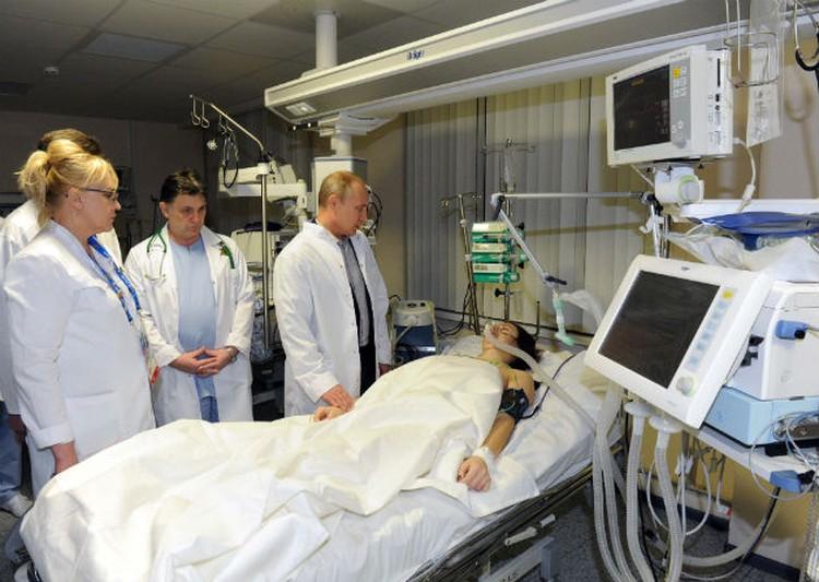 Машу навестил в больнице президент. Состояние девушки стабильно тяжелое.
