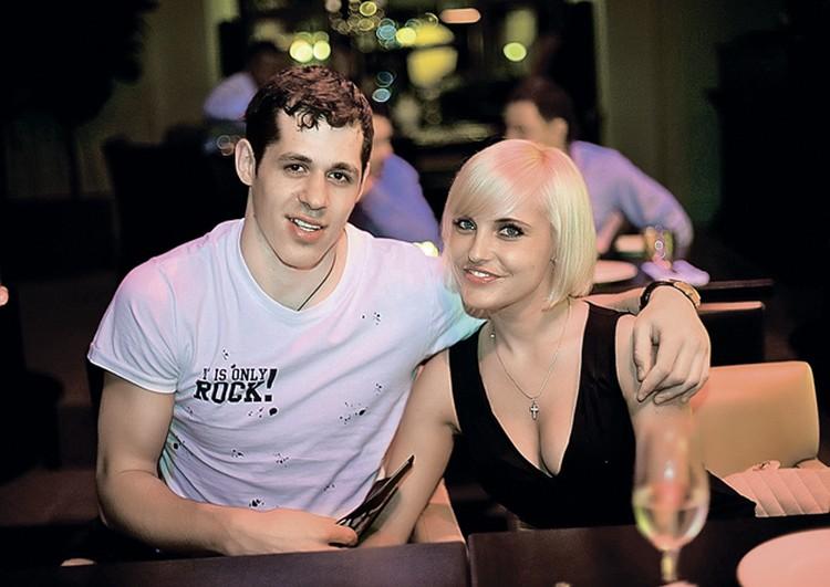 Евгений всегда предпочитал блондинок - как истинный джентльмен!