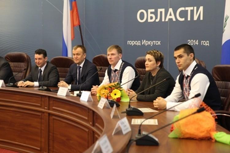 Губернатор Иркутской области принял у себя наградил спортсменов и наградил их