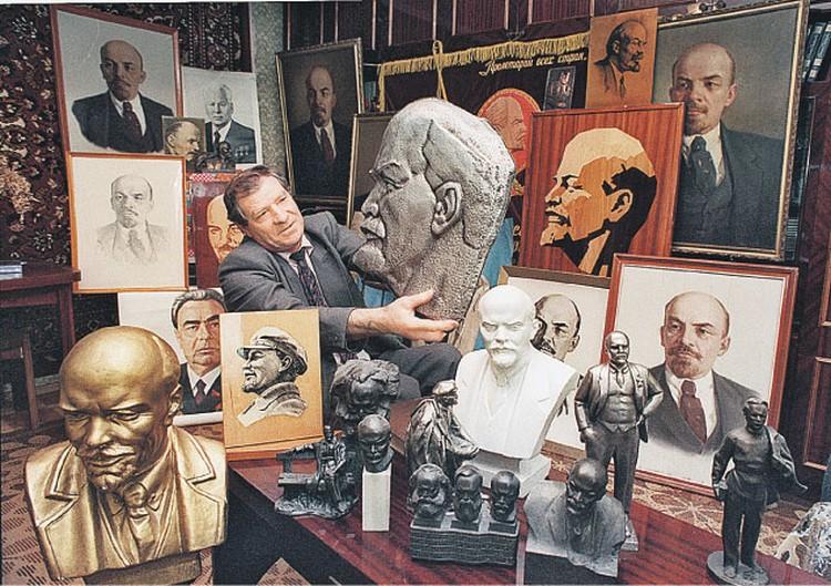 Вождя мирового пролетариата теперь  не столько изучают, сколько коллекционируют.