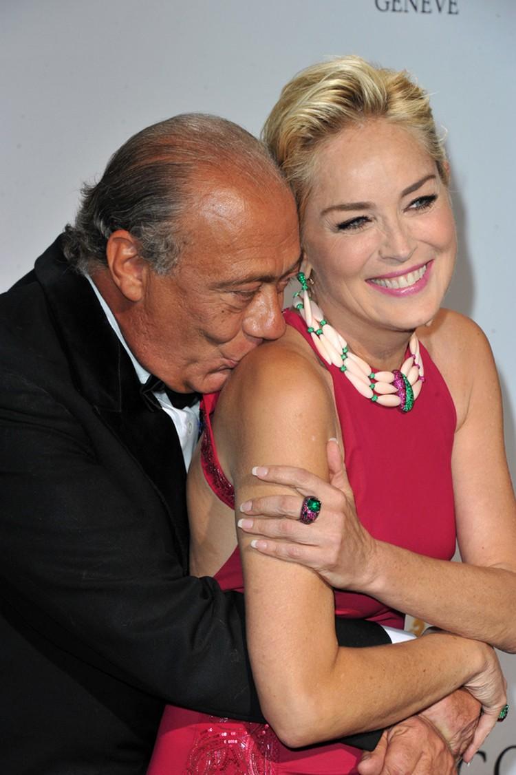 Глава ювелирного дома – миллионер Фаваз Груози (к слову, тот еще ловелас) не мог оторвать от Стоун глаз – и рук!