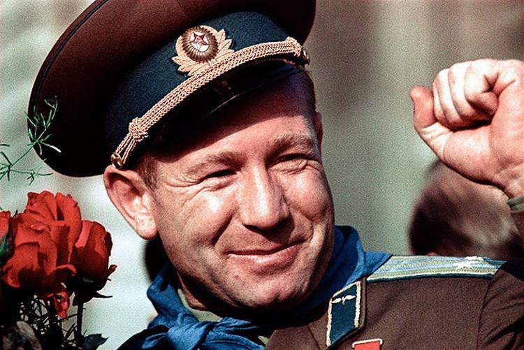 Космонавт Алексей Леонов после первого полета в космос.