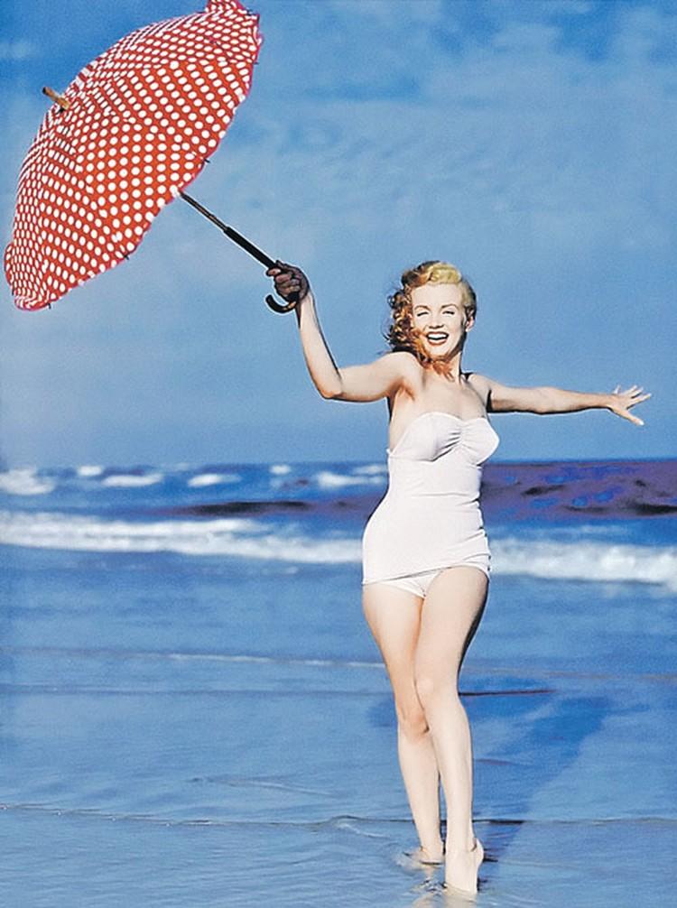 Теперь, узнав секрет, обворожительную походку Мэрилин Монро может повторить каждая женщина.