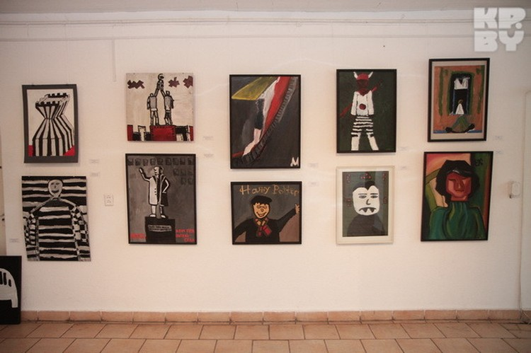 Выставка «Искусственный отбор» воспитанников детской арт-студии Wostrau