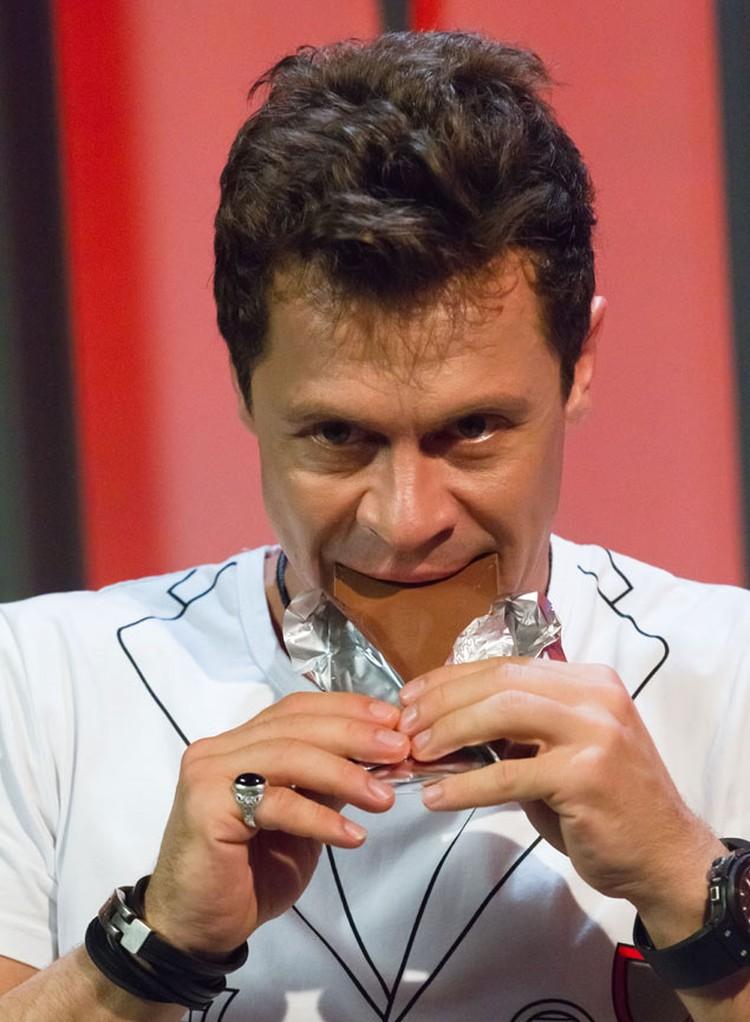 Павел Деревянко обожает шоколад… и деньги! Фото: Телеканал ТВ-3