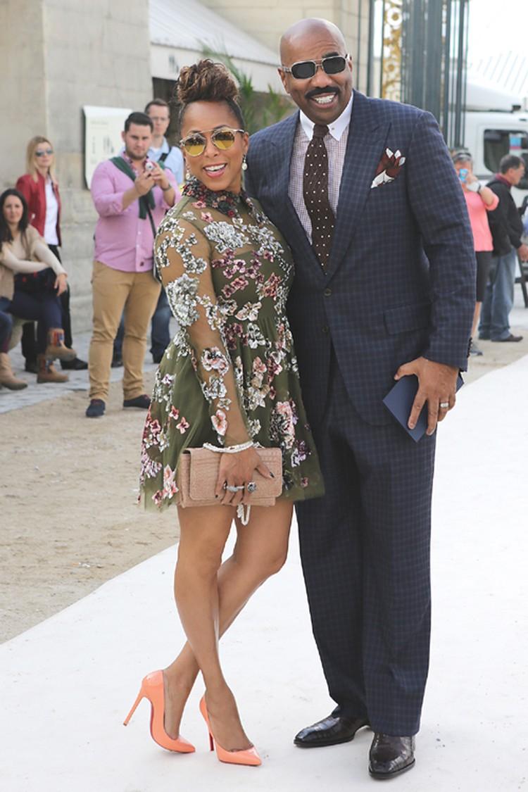 В точно таком же платье Valentino, какое было на Рудковской и Богданович, пришла и супруга голливудского продюсера Стива Харви.