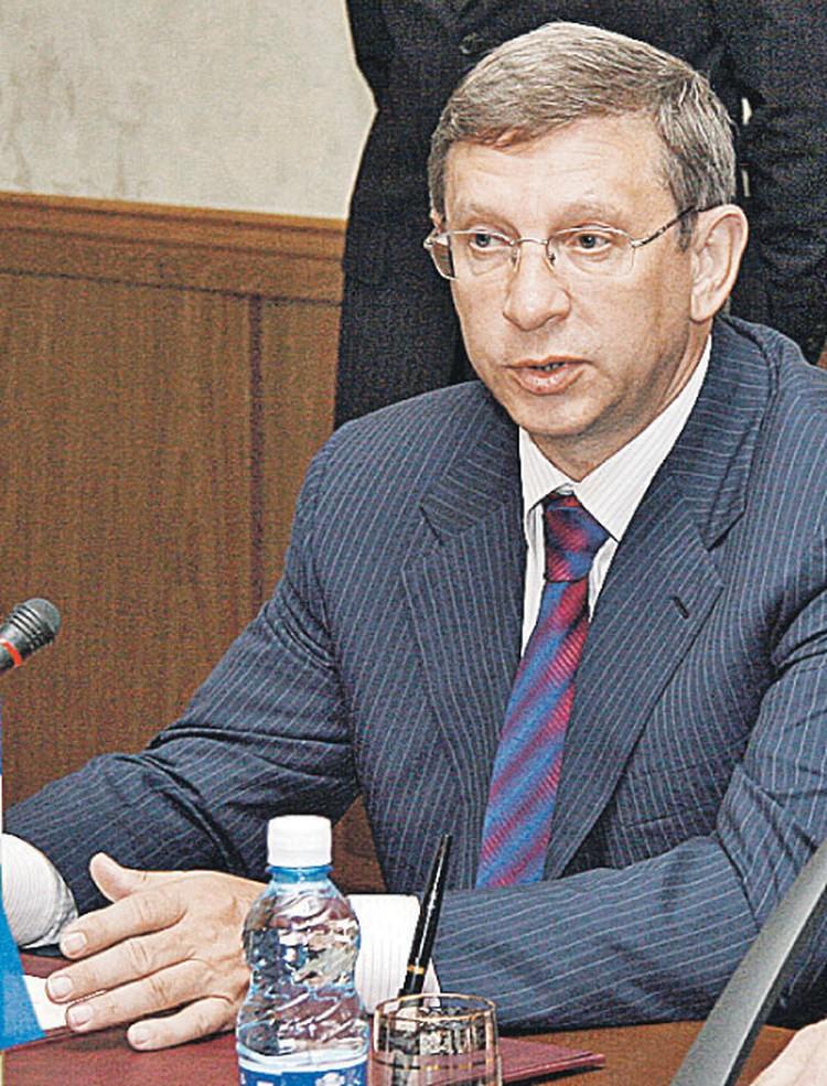 ...а Владимир Евтушенков,  купив «Башнефть», оказался  под домашним арестом.