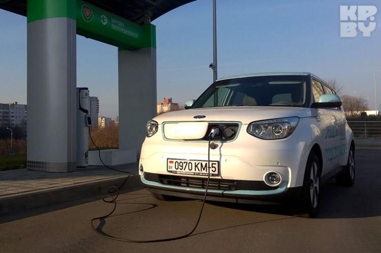 На станциях «Белоруснефти» электромобиль полностью заряжается за 5 часов, зато зарядка работает без сбоев.