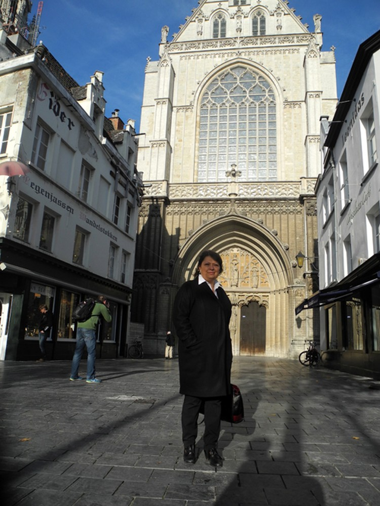 Наш обозреватель на площади в Антверпене.