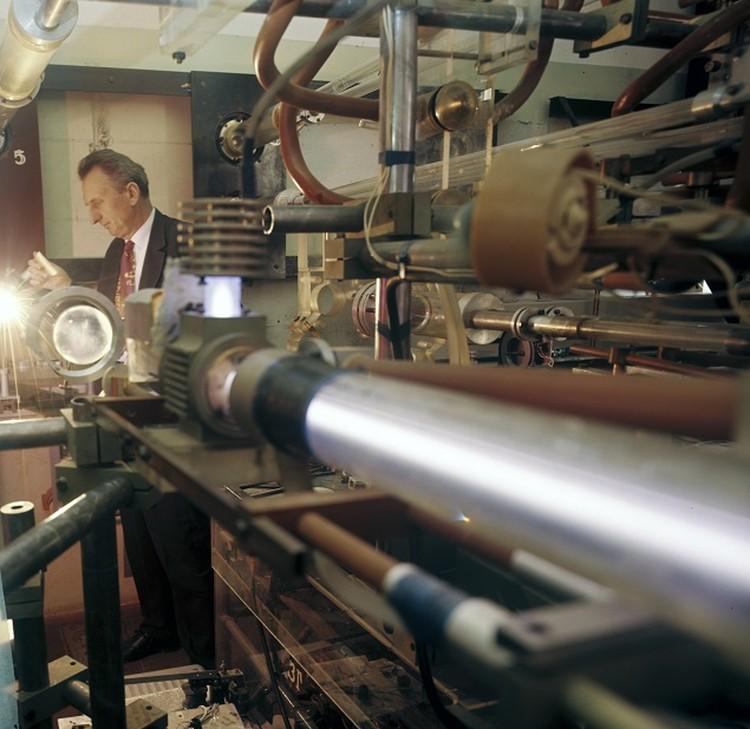 Над созданием установки советские ученые трудились параллельно с американцами