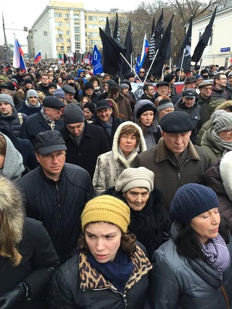 Мама Бориса Немцова, ей 87 лет, прошла вчера марш, рядом дочь Жанна и Раиса Немцова
