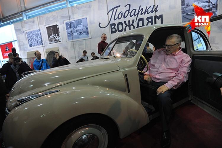 Владимир Жириновский на выставке ретромобилей.