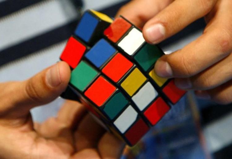 Модная игрушка в СССР - кубик Рубика.