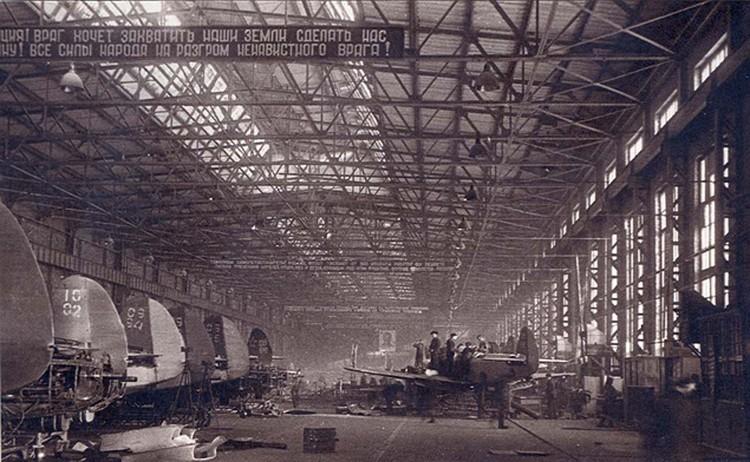 Процесс сборки самолетов на заводе имени В. П. Чкалова. Фото: архивный кадр