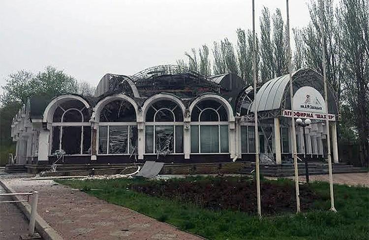 Один из снарядов прилетел в эту постройку.ФОТО: Фейсбук ИВАНА ПРИХОДЬКО